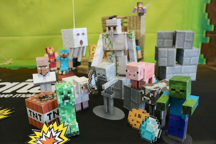 Minecraft papercraft creations. Soooo COOOL!!!! check out how to make your own at http://pixelpapercraft.com/