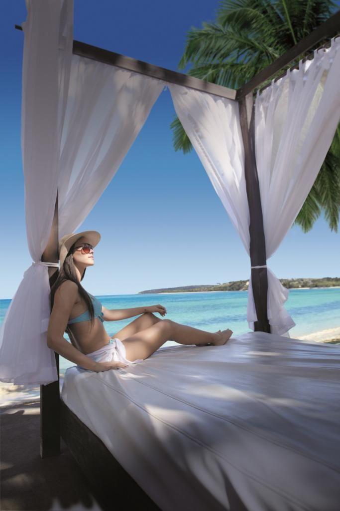Dominikánská republika patří mezi nejoblíbenější turistické destinace Karibiku. Najdeme zde nekonečně dlouhé pláže, tropické pralesy i hory. Zemi je možné díky příjemnému klimatu navštívit kdykoliv. Průměrná teplota se po celý rok pohybuje kolem 28 °C. Nejteplejším měsícem roku je srpen, kdy teploty dosahují až 35 stupň