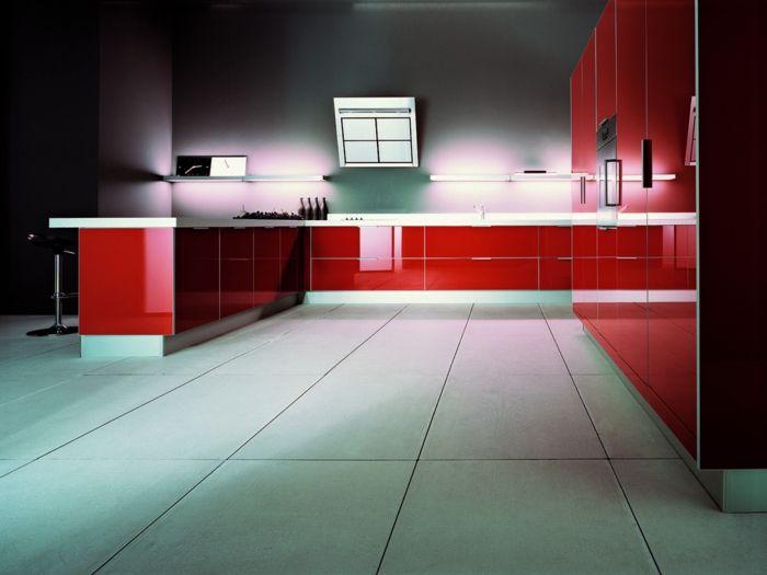 Indirekte Beleuchtung Küche Rote Küchenmöbel Spiegeloberflächen