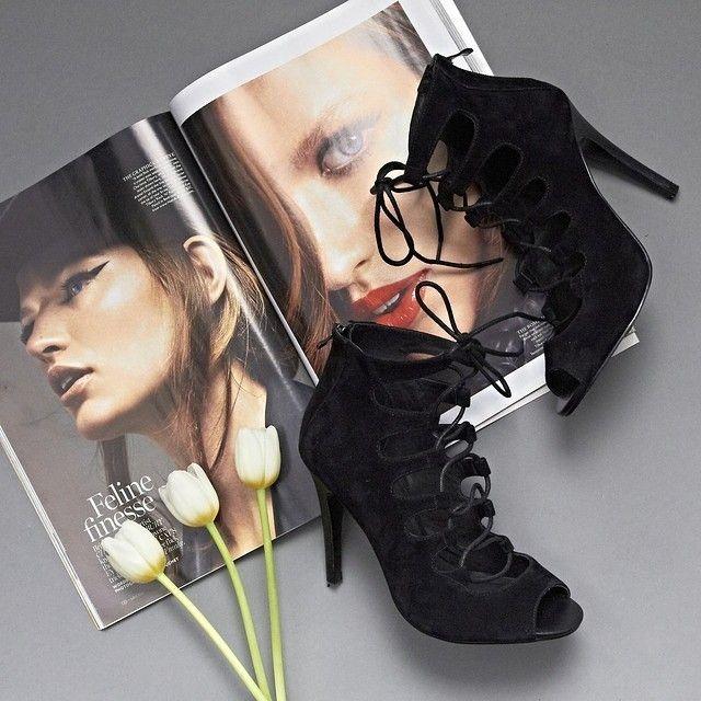 weekend planning with our surreal high heels. #jomercershoes #flatlay #highheels