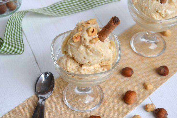 Il gelato alla nocciola è uno dei gusti più classici della gelateria italiana. Quelli che si trovano in commercio, però, per quanto artigianali, sono quasi sempre troppo