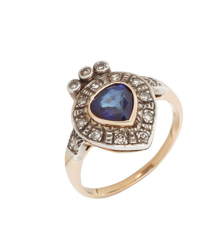 """Inel """"entourrage"""" din aur, decorat cu safir albastru şi diamante - Licitația de Bijuterii de Epocă și de Colecție #64/2012 - Arhivă rezultate"""