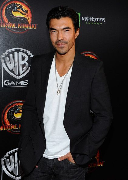 "Ian Anthony Dale Photos: Launch Of Warner Bros. ""Mortal Kombat Legacy"" - Arrivals"