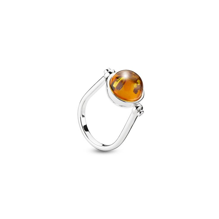 House of Amber by Louise Sigvardt - Silver ring with amber bead.