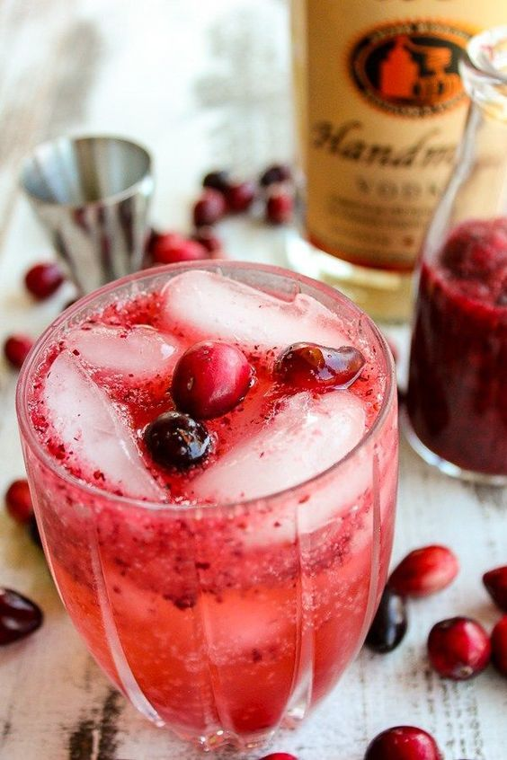Cranberry Vodka Spritzer is a refreshing cocktail that will quench your thirst #cocktail #vodka #vodkaspritzer #cranberry #cocktailrecipe #alcohol #Recipes