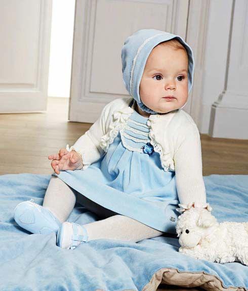 Ρούχα για νεογέννητο παιδί. Ρούχα για μωρό ολόσωμα κορμάκια, ζακέτες, ολόσωμα μπουφάν αλλά και φουστανάκια, καπελάκια, παντελονάκια και σακάκια.