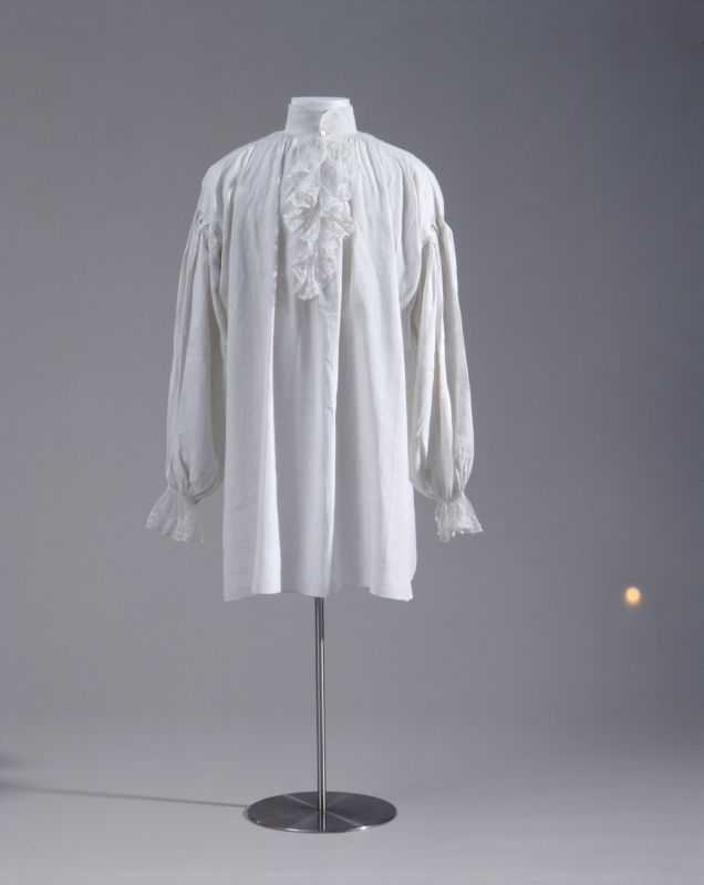 Shirt with jabot, late 18th century. White linen.