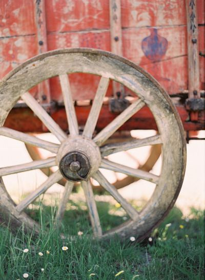 17 best images about wagon wheels on pinterest the for Things to do with old wagon wheels