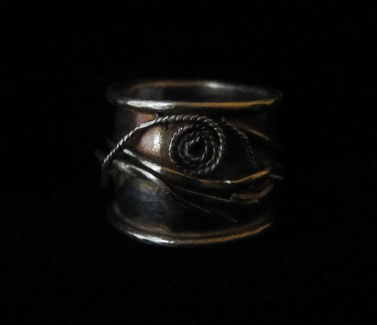 Natural Beauty.  Swirling branches are the theme of this beautifully antiqued sterling silver ring.