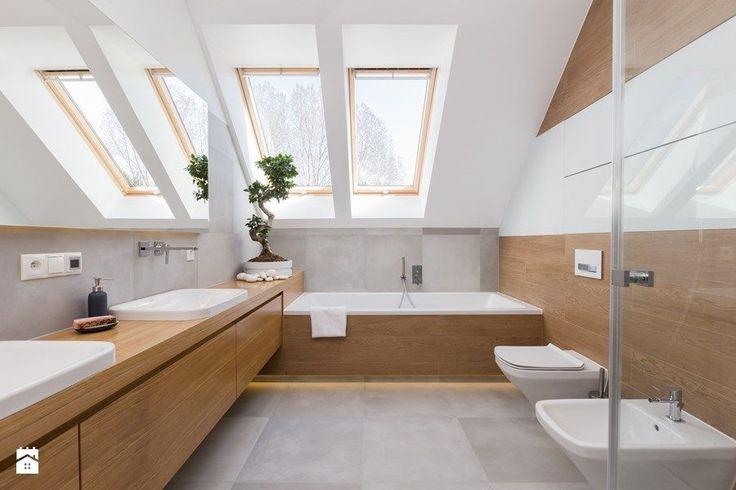 Dom w Jaworznie - Duża łazienka na poddaszu w domu jednorodzinnym z oknem, styl nowoczesny - zdjęcie od ORANGESTUDIO