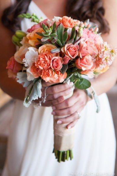 suculentas e flores tom pessego
