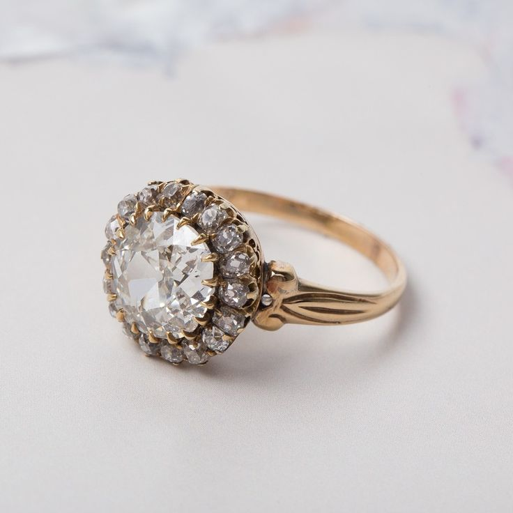 Amazing antique Victorian engagment ring <3