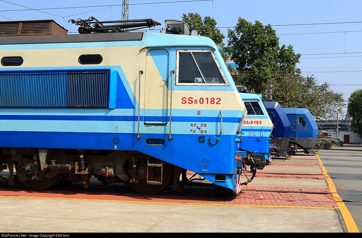 0182 Chinese National Railway SS8 at Canton, China by SS8 fans