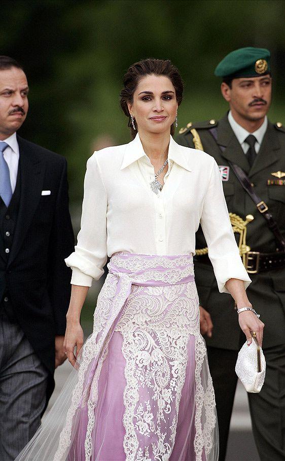 Como se lleva la camisa blanca: Rania de Jordania                                                                                                                                                                                 Más