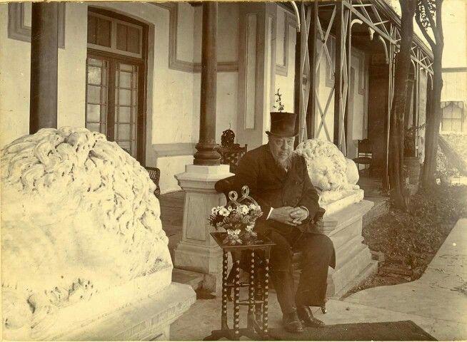 10 October 1896 Paul Kruger birthday gift from mine magnet Barney Benato - 2 stone lions