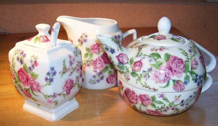 Juego de té, con con decoupage corte al detalle, con resina sobre Cerámica esmaltada. Taller de Jeannette Molina