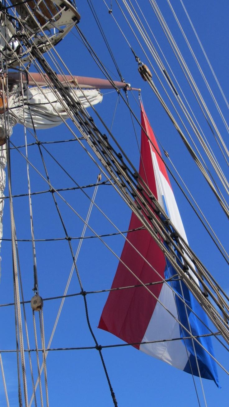 ...en de nok van de Clipper van A'dam met de iets minder bescheiden Nederlandse vlag :)...