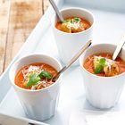 Geurige tomatensoep met bleekselderij en verse kruiden