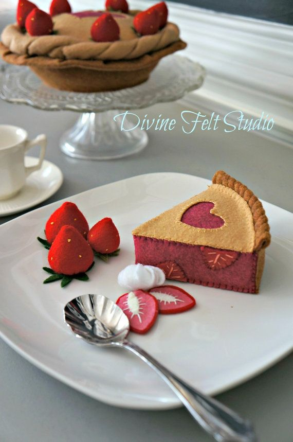 Felt Strawberry Pie Felt Food Pretend Play Tea von DivineFeltStudio