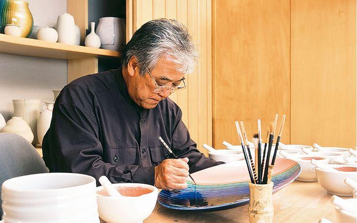 Japanese National Living Treasure, Yasokichi Tokuda (1933-2009) at work. 三代徳田八十吉(人間国宝)