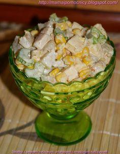 Mama i Pomocnicy: Sałatka z selerem naciowym, ananasem i smażonym ku...
