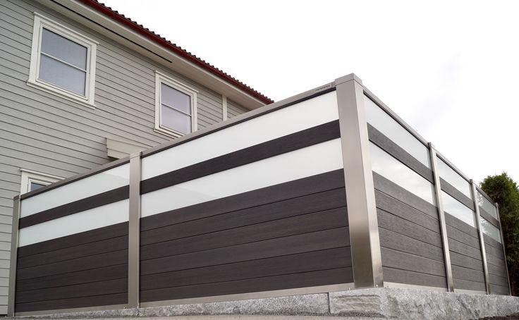 Levegg i design Finale med frostet glass,mørk grå kompositt og syrefast stål. Photo.YM-ylvameltvedt