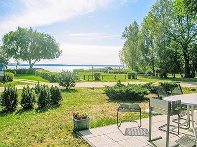 Plau am See, Mecklenburgische Seenplatte (Plauer See) Ferienhaus für max. 6 Personen Ca. 100 m², 3 Schlafzimmer, Haustiere sind erlaubt (auf Anfrage), Strand ca. 50 m, Sauna, Pool, Meerblick   http://p5124.atraveo.com/290106