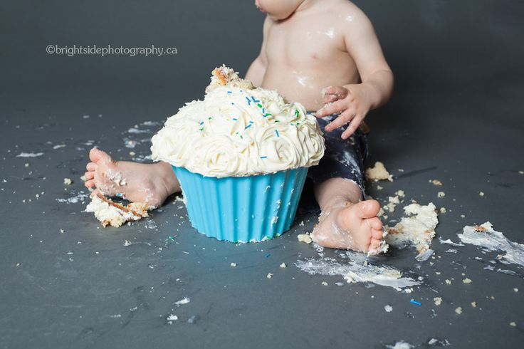 Close up detail of cake smashing fun by a 1 year old in Oakville by Brightside photography