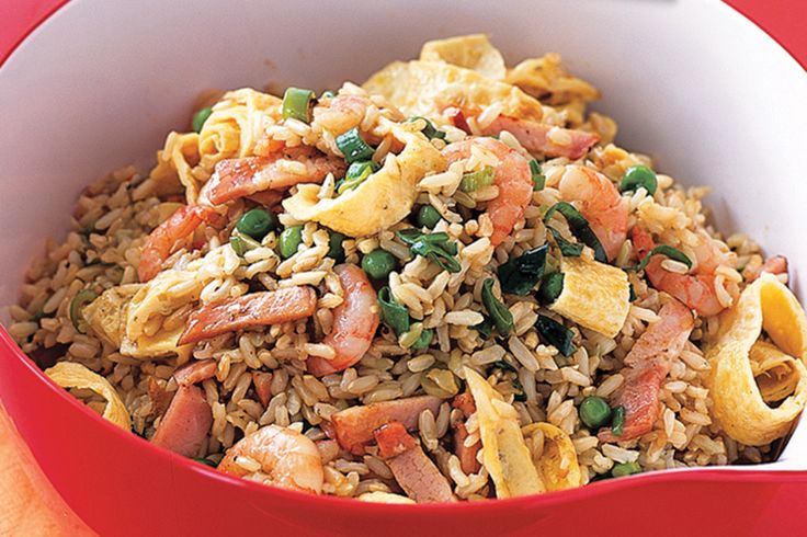 Fried rice is a quick and easy dinner solutions. This one contains a delicious combination of prawns, bacon and vegetables.