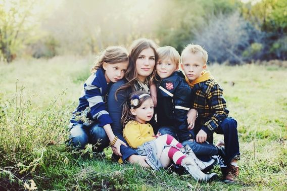 The Johansen Lovlies. » Simplicity Photography-I love how tightly they are wrapped around mom