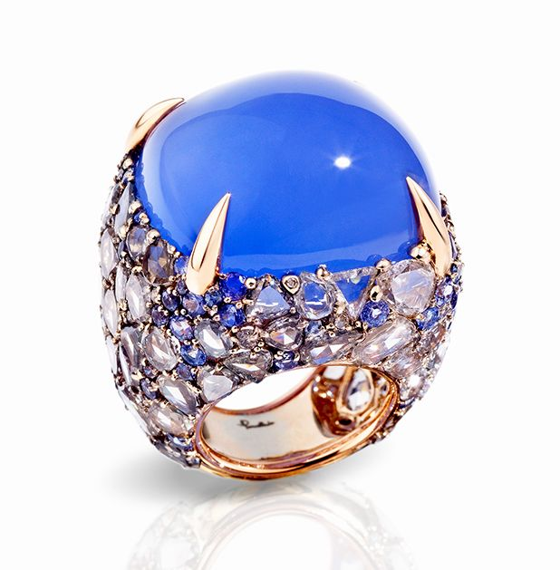Pom Pom ring in 18k white and rose gold composed of a cushion chalcedony, flat rose cut brown diamonds and brilliant cut tanzanites.
