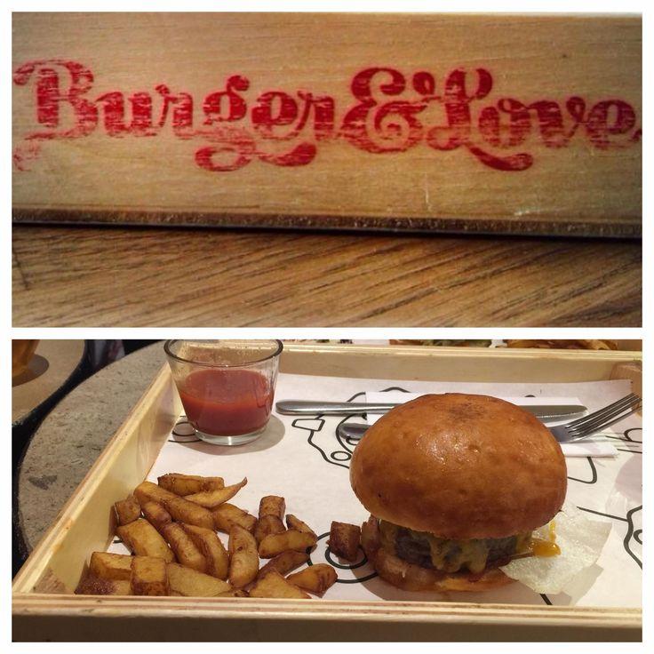 "Burger&Love | ""Angus burger (140 g) burgonyával"" - 2880 HUF | Burger: 7/10 | Hely: 6/10 | Kiszolgálás: 8/10"