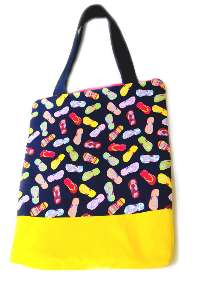Lovely, colorful flip flop pattern was mixed with yellow cotton canvas for this large shoulder bag. There is a big pocket inside and it can be closed with a pink zip. I have added fleece, too so this bag is soflty padded.Size: 30 x 41 cm