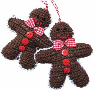 Crochet a X-mas Gingerbread man ornament. With link to free pattern. By Handwerkjuffie.