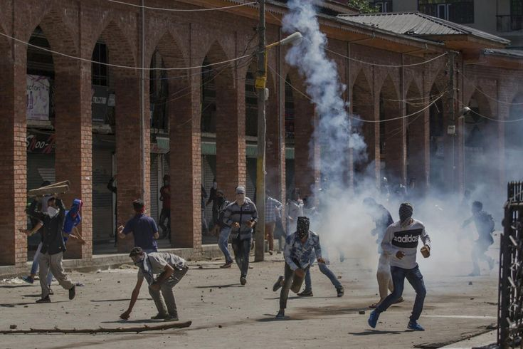 Indian troops kills 3 rebels, protester in disputed Kashmir http://betiforexcom.livejournal.com/25423174.html  Author:APThu, 2017-06-22 03:00ID:1498122647114418600INDIA: Government forces killed three suspected Kashmiri rebels in fighting in the disputed region Thursday and fatally shot a rock-throwing protester during an ensuing rally demanding an end to Indian rule, officials said. The militants were killed following a nightlong exchange of gunfire after police and soldiers cordoned off…