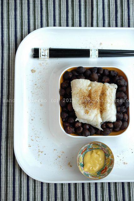 baccalà al vapore con ceci neri e maionese alla curcuma
