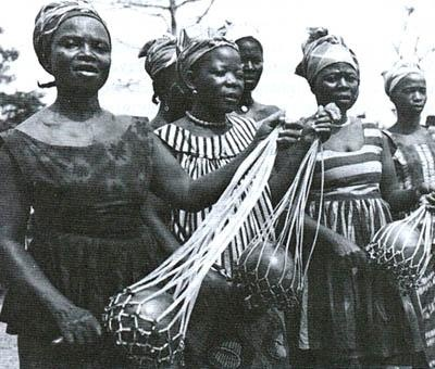 The Gullah are Afro- Americans living IN Lowcountry region of South Carolina and Georgia , which includes SIA Coast plain nan ak jan izole the Beaufort Sea . ( Gullah yo if Ameriken Nwa ki ap viv nan nan South Carolina Lowcountry rejyon an ak Georgia, ki January ladan Tou de Plenn lan bò lanmè ak Beaufort Lanmè Zile . Http://www.beaufortsc.org/attractions-culture/gullah- history.stml )