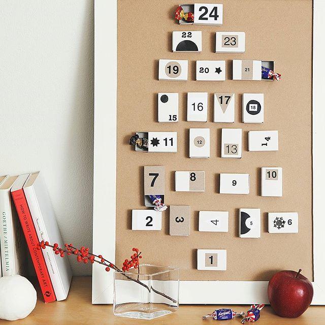 Muista ystävää ihanalla itsetehdyllä joulukalenterilla! Tyylikäs joulukalenteri syntyy tyhjistä tulitikkurasioista, jotka liimaat tauluun tai tukevalle kartongille. Numeroi ja koristele luukut haluamallasi tavalla. Sujauta lopuksi jokaiseen luukkuun Fazerin konvehti. Jaa kuva tekemästäsi joulukalenterista tunnisteella #lahjaystävälle