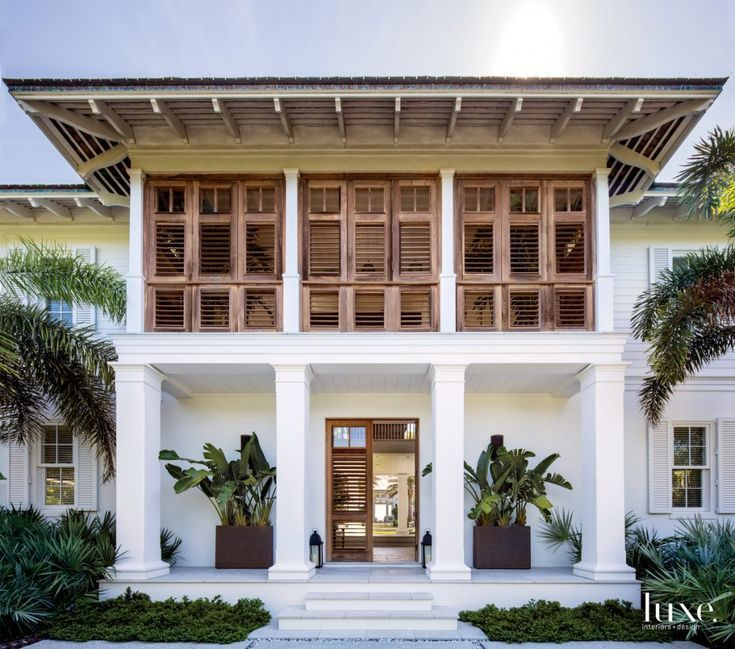 Contemporary Tropical House Tanga House: A Modern Tropical Retreat Epitomizes Coastal Chic