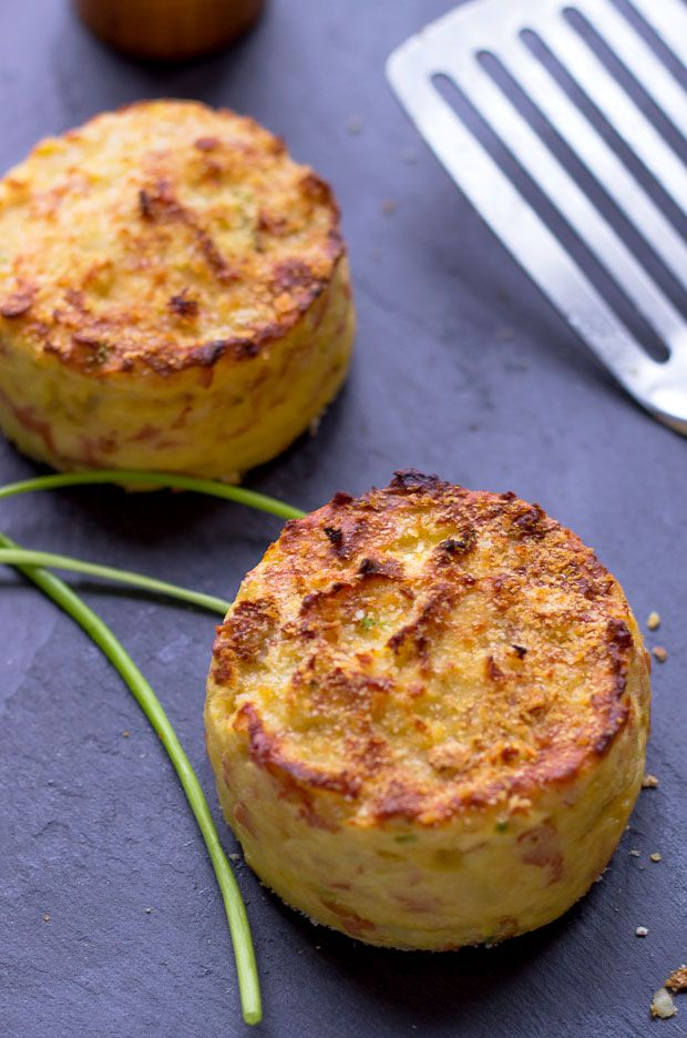 Healthier than pan fried potato patties, these ham and chive potato cakes are baked in oven for a result that is crisp in the outside and melting in the inside.