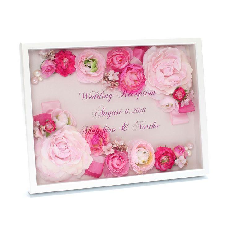 女の子が大好きなかわいいピンク色のウェルカムボード。上品な輝きを放つ用紙とガラスに浮いたような独特の印字が高級感を演出します