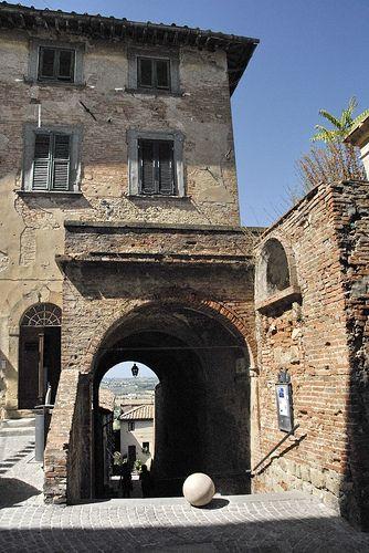 Castello di Peccioli    http://www.valderatuscany.com/peccioli/ #valdera #tuscany #pisa