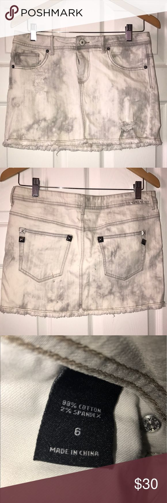 London Jeans (Victoria's Secret) Size 6 Jean Skirt London Jeans (by Victoria's Secret) size 6 white/grey destroyed/distressed mini skirt. london jeans Skirts Mini