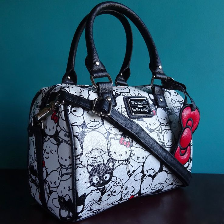 The Sanrio gang is all together in this super cute Hello Kitty X Loungefly handbag. Material is faux leather with Hello Kitty and friends print. Comes with bow charm and adjustable straps. Measures: W