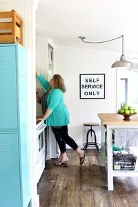 small farmhouse style kitchen makeover (can you believe this is a mobile home?!?)