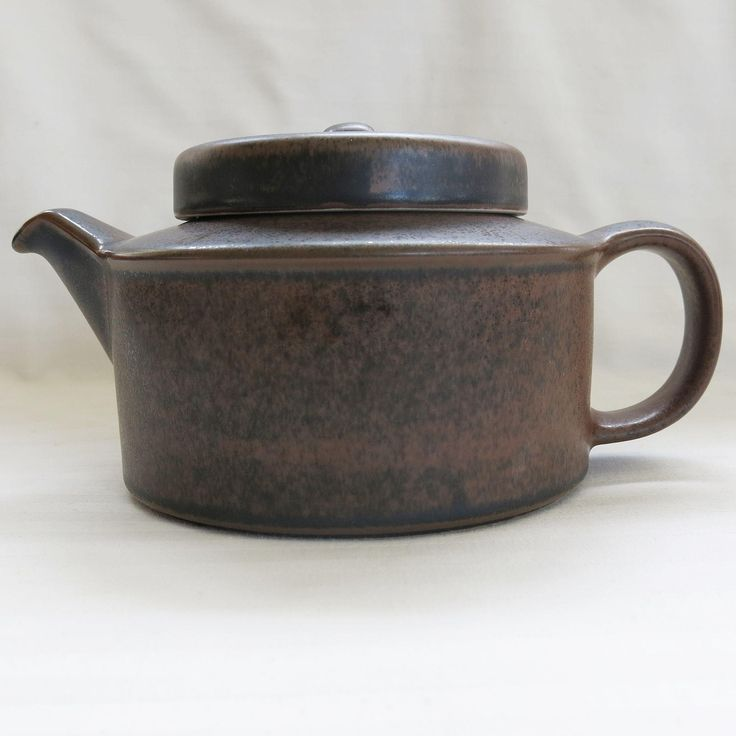 Vintage Arabia Ruska Teapot with Infuser. This Mid Century styled teapot has a rich matte brown glaze with a mottled look.  The squat shape, and