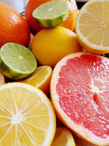 So viele leckere Zitrusfrüchte. Wir könnten zumindest mit den Orangen etwas anfangen und daraus ein leckeres Saftkonzentrat erzeugen.