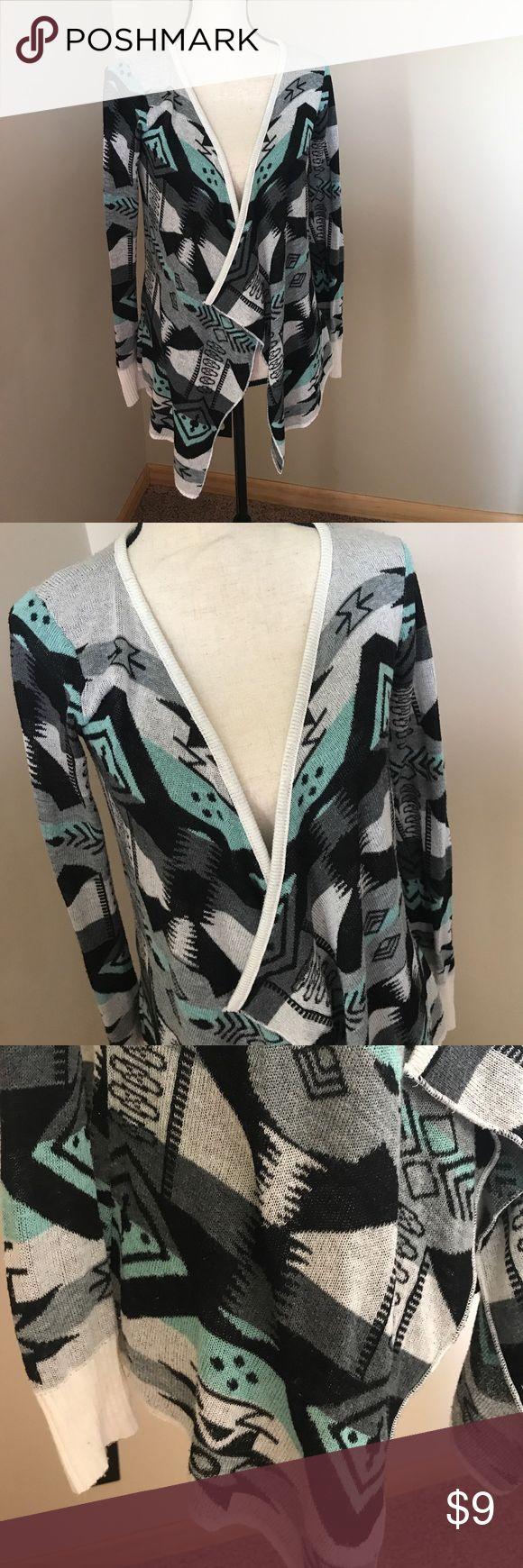 VANITY SZ M CARDIGAN TRIBAL PRINT Size medium. Vanity. Bundle & save! Vanity Sweaters Cardigans