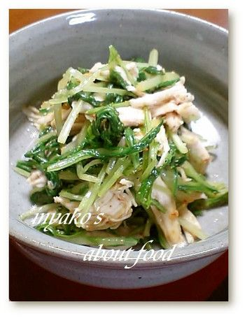 レンジで加熱しほぐしたささみと水菜をあわせゴマダレであえれば簡単副菜の完成です。何を作ろうか迷っている時でもこれならさっと作ることができますね。
