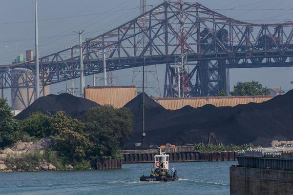 Ordinance would ban storage of petroleum coke in Chicago   #chicagotribune #chicagoIL #petroleumcoke #environmental #health #pollution #ordinances #laws #localgov